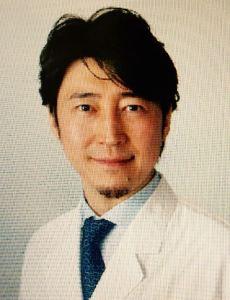 Dr Takasaki 証明写真㈪